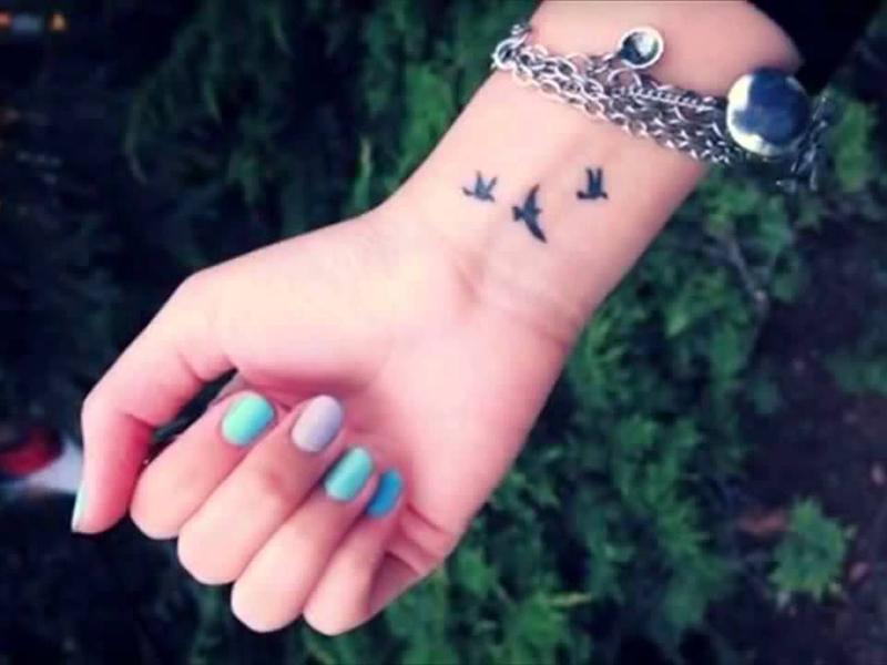 Hình xăm chim én ở cổ tay
