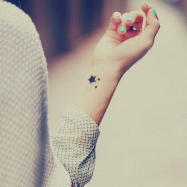 Hình xăm ngôi sao ở cổ tay cho nam