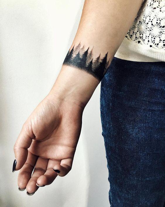 Mẫu hình xăm trên cổ tay